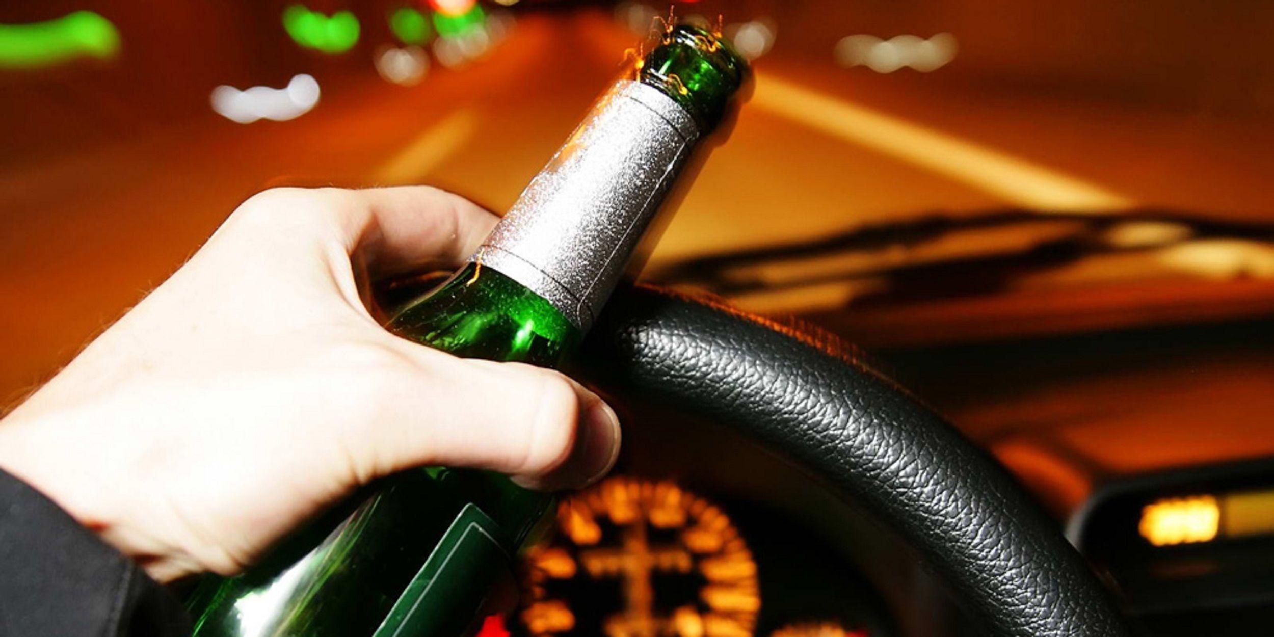 Conducir con alcohol. Imagen de archivo