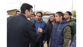 Juan Manuel Urtubey con trabajadores trabajadores del Sindicato Marítimo de Pescadores.