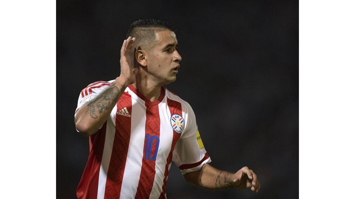 Derlis González hizo el gol para poner el 1 a 0 de Paraguay sobre Argentina en Córdoba