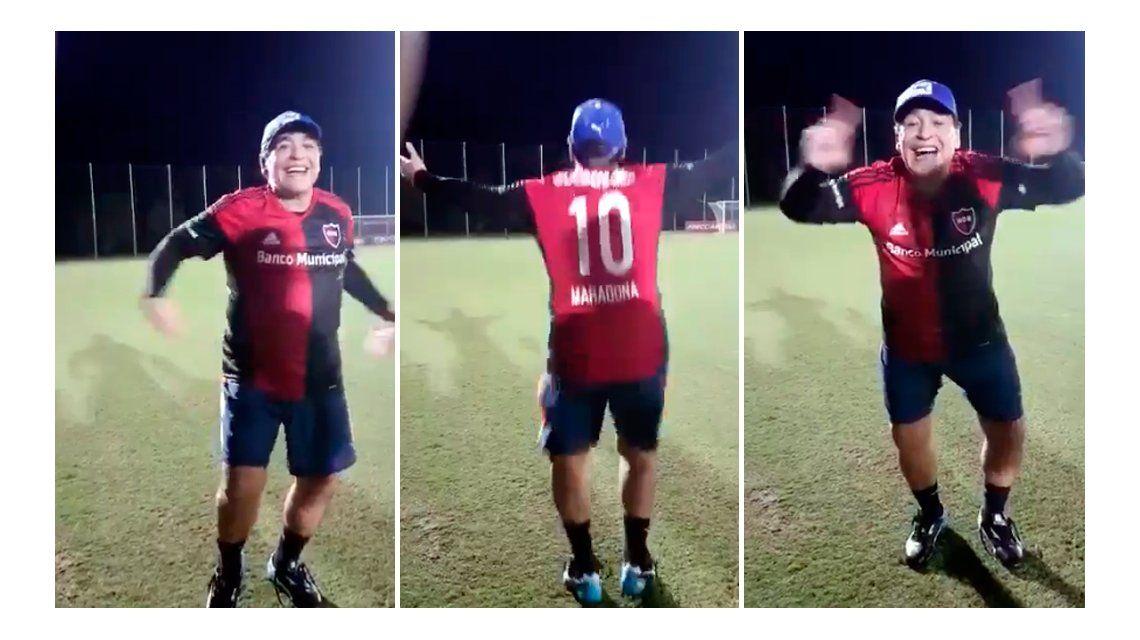 Un Maradona auténtico: se puso la camiseta de Newells y cantó contra Central