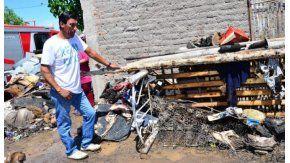 Un hombre tiró un cigarrillo en un colchón, se prendió fuego la casa y 16 personas quedaron en la calle - Crédito: Diario de Cuyo