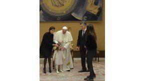 Macri y su familia con el papa Francisco en el Vaticano.