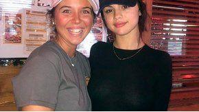 Selena Gomez, reapareció sin corpiño.