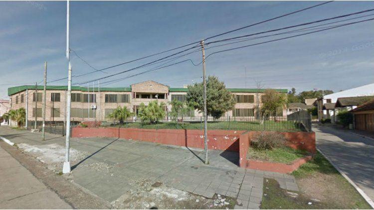 Un alumno de 14 años llevó un arma al colegio e hirió a un compañero accidentalmente.