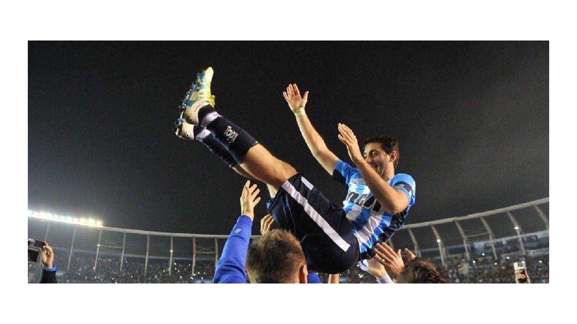 Diego Milito en su despedida oficial de Racing Club