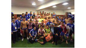 El festejo de los jugadores paraguayos en el vestuario del Mario Alberto Kempes tras el histórico triunfo ante Argentina