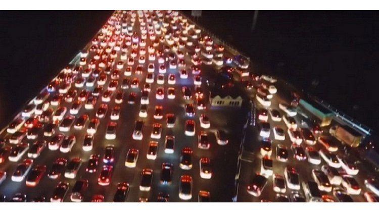 Embotellamiento en una autopista de Pekín durante el Día Nacional