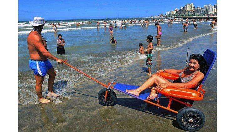 Sillas anfibias para las playas en la Costa