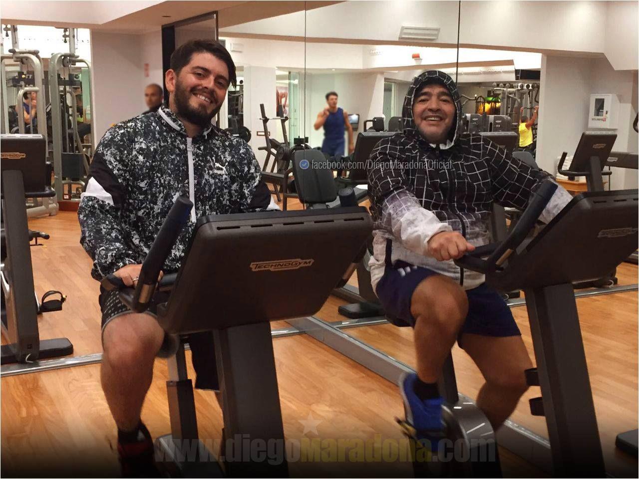 Maradona subió una foto a Facebook donde entrena con Diego Jr.