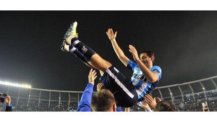 Diego Milito en su último partido como profesional ante Temperley el 21 de mayo
