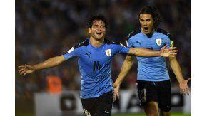 Nicolás Lodeiro marca el primer gol de Uruguay ante Venezuela por Eliminatorias en el Centenario