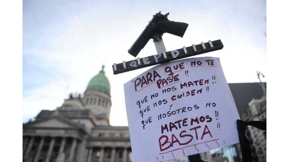 {altText(  <p>La marcha contra la inseguridad #ParaQueNoTePase, en el Congreso.</p> ,#ParaQueNoTePase: miles de personas marcharon contra la inseguridad)}