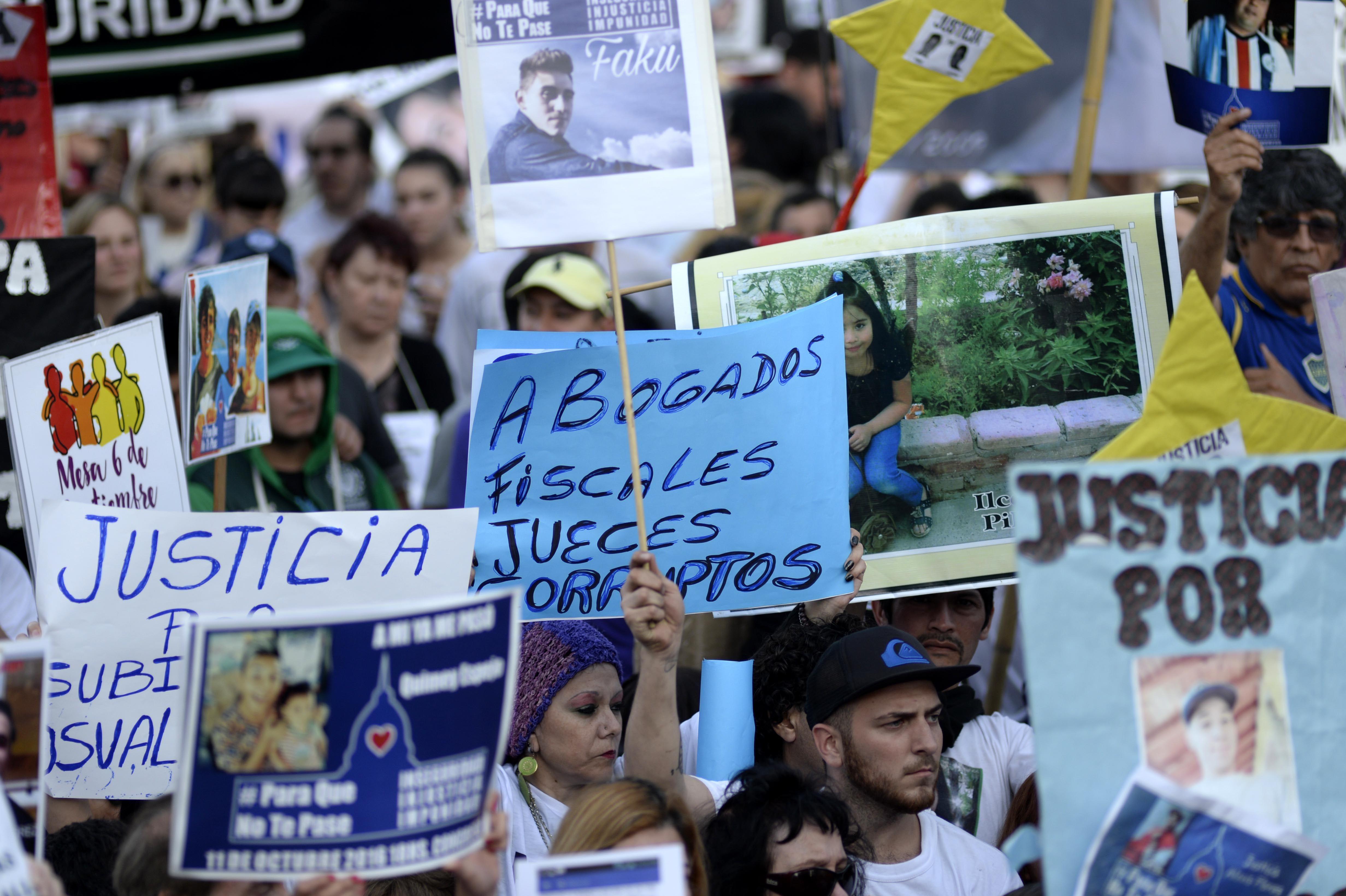 {altText(La marcha contra la inseguridad #ParaQueNoTePase, en el Congreso.<br>,#ParaQueNoTePase: miles de personas marcharon contra la inseguridad)}