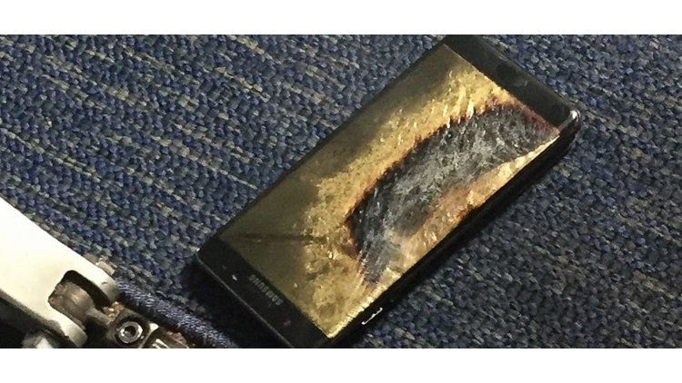 Un Galaxy Note 7 se incendia en un vuelo