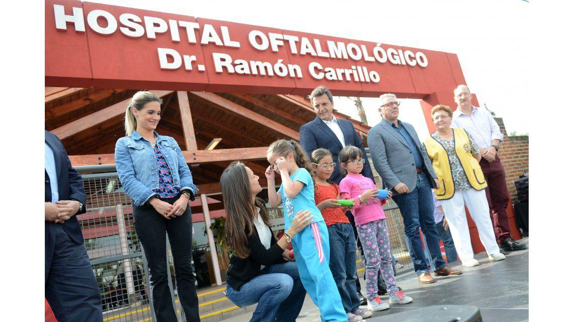 Zamora y Massa entregaron más de 500 anteojos a alumnos de escuelas de Tigre