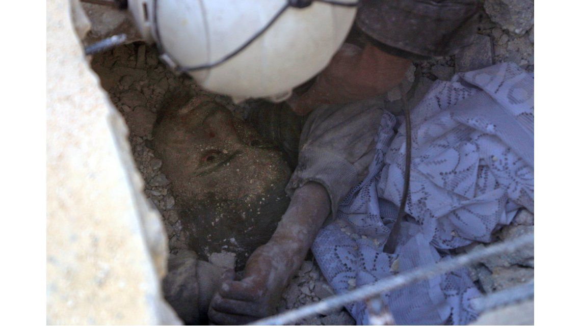 Impactante: sobrevivió a una montaña de escombros luego de un ataque ruso