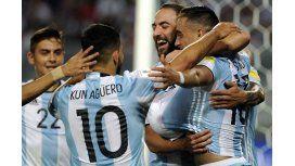El Kun, el Pipita y Dybala, los nominados junto a Messi