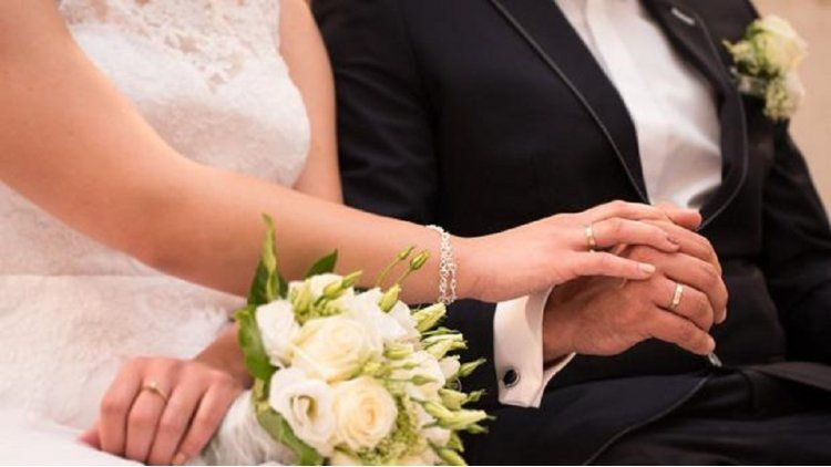 Un abuelo se casó con su nieta de 24 años por accidente