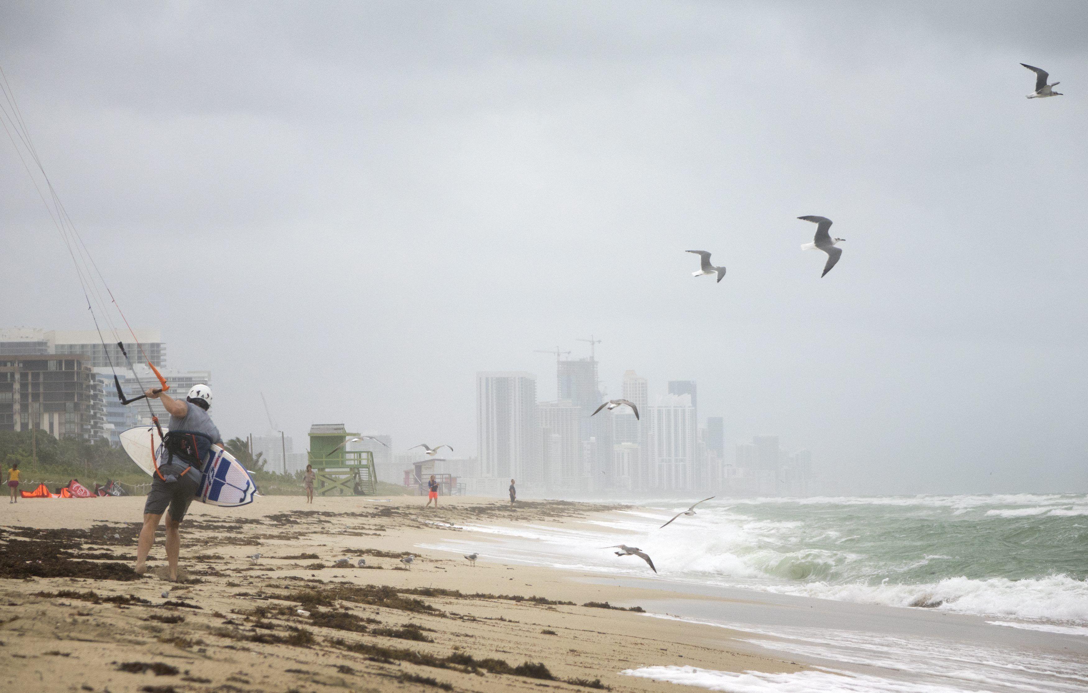Advertencia del gobernador de Florida sobre el huracán Matthew: Evacúen, los puede matar