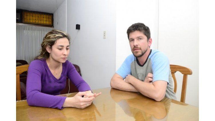 La pareja fue víctima del robo de su auto en Chile