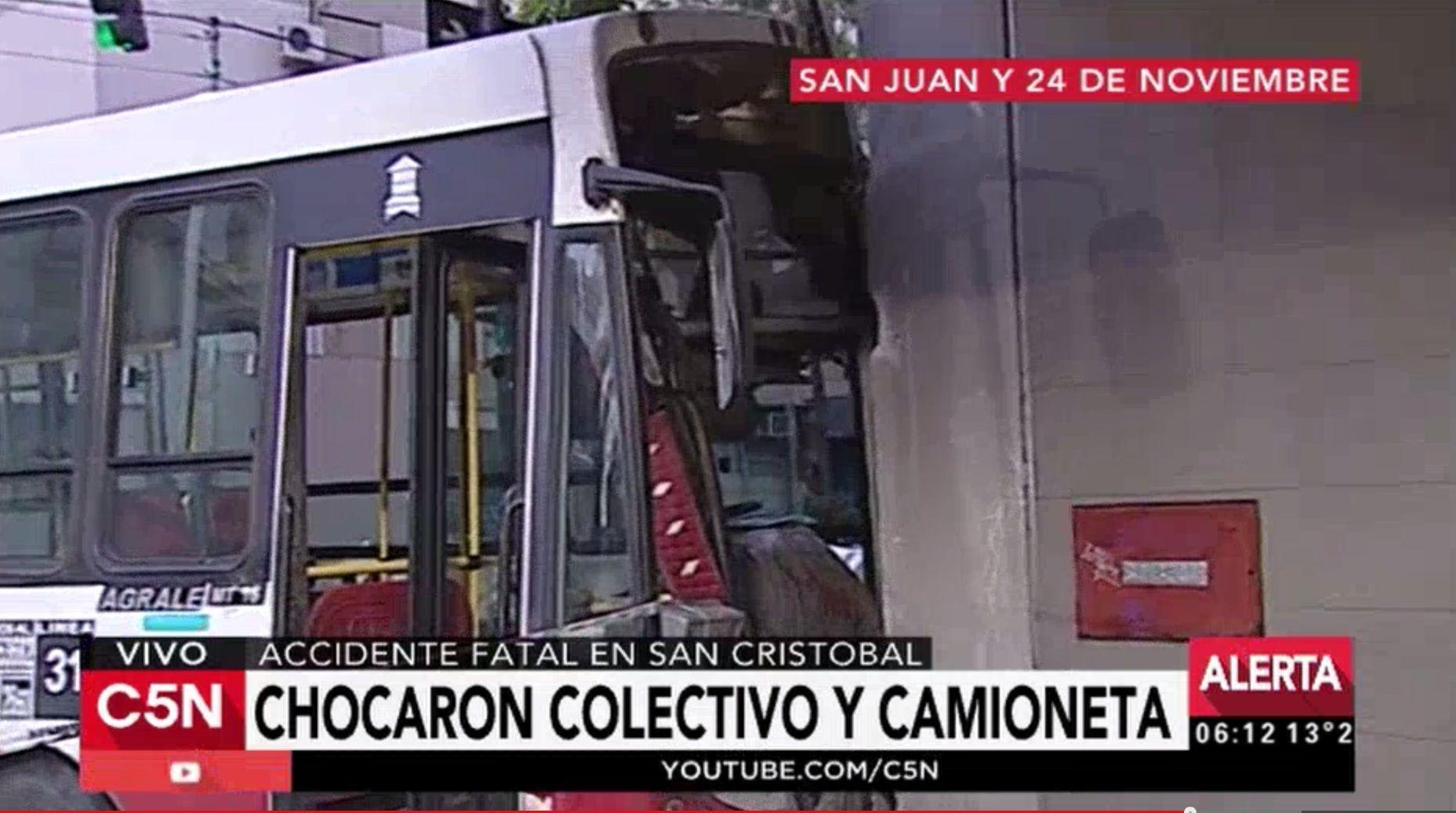 choque en San Cristobal entre un colectivo y una camioneta. Un muerto