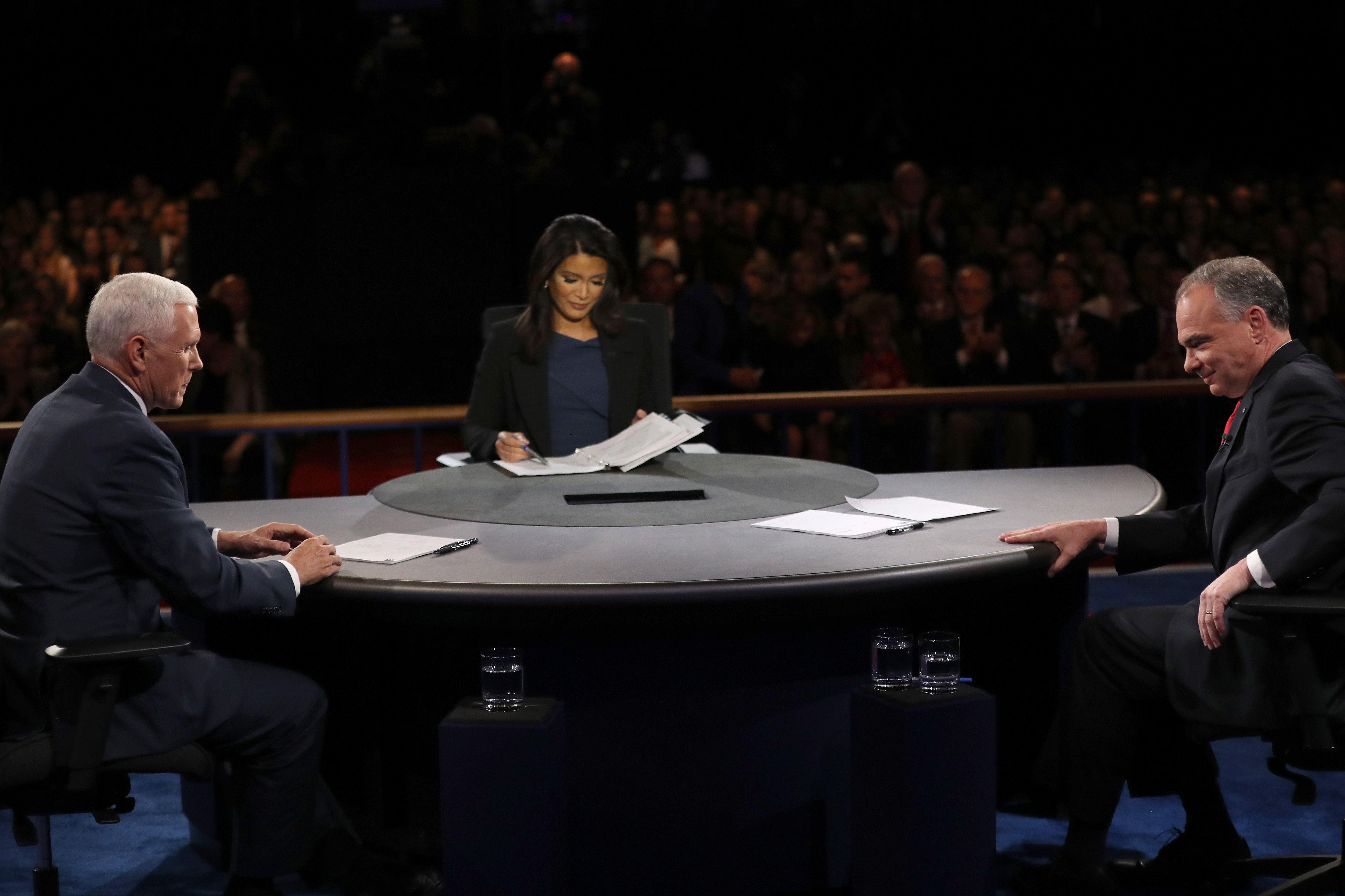 Tim Kaine y Mike Pence en el debate de candidatos a vicepresidentes de Estados Unidos