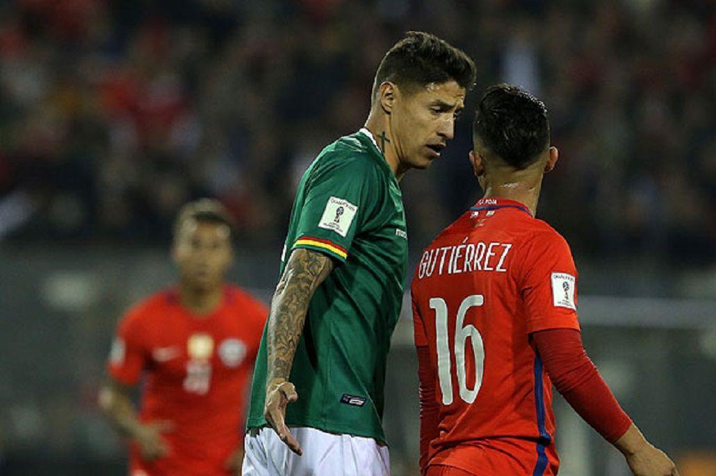 Nelson Cabrera de Bolivia enfrentando a Chile