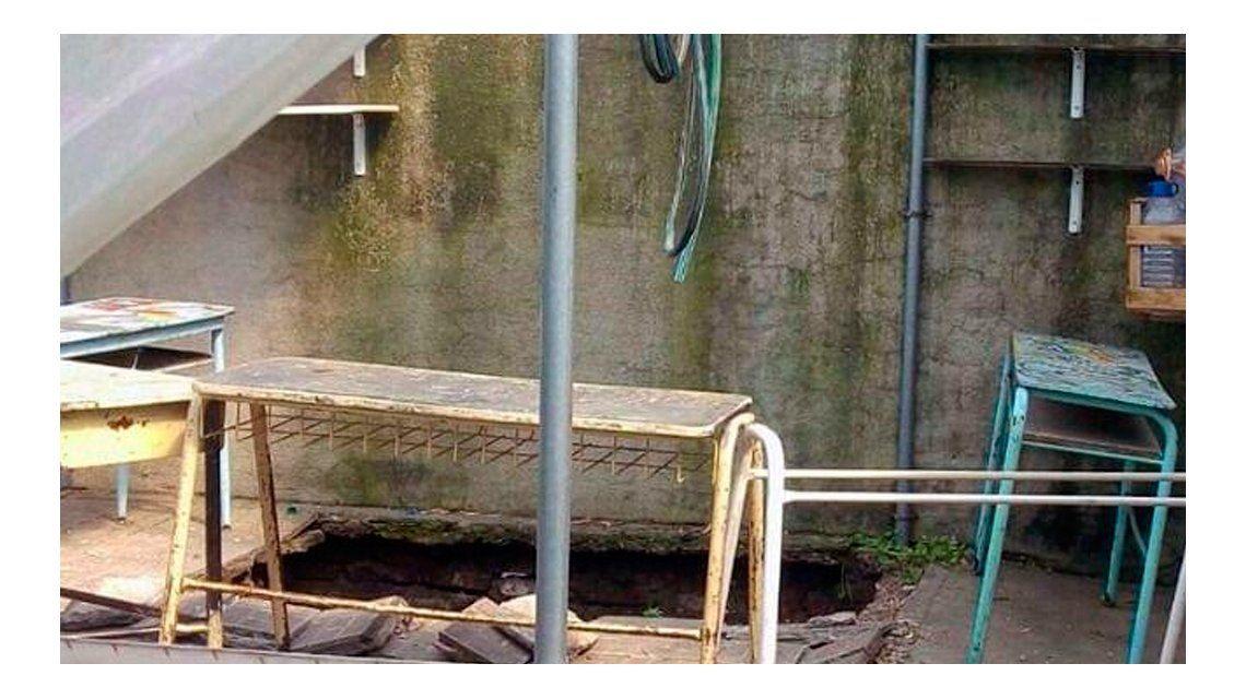 El pozo ciego de una escuela de Mar del Plata se hundió