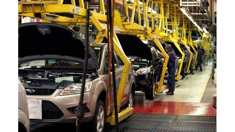 La producción de autos cayó un 16