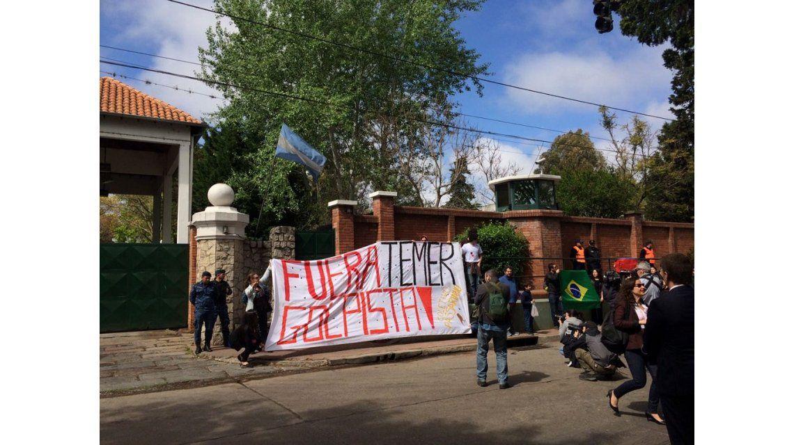 Manifestantes repudian la presencia de Temer en el país