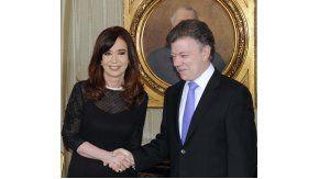 La ex presidenta junto a Juan Manuel Santos en su última visita al país