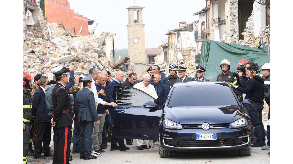 El papa Francisco visita la zona cero del terremoto en Amatrice