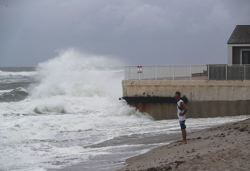 Obama declaró el estado de emergencia en Florida por el huracán Matthew