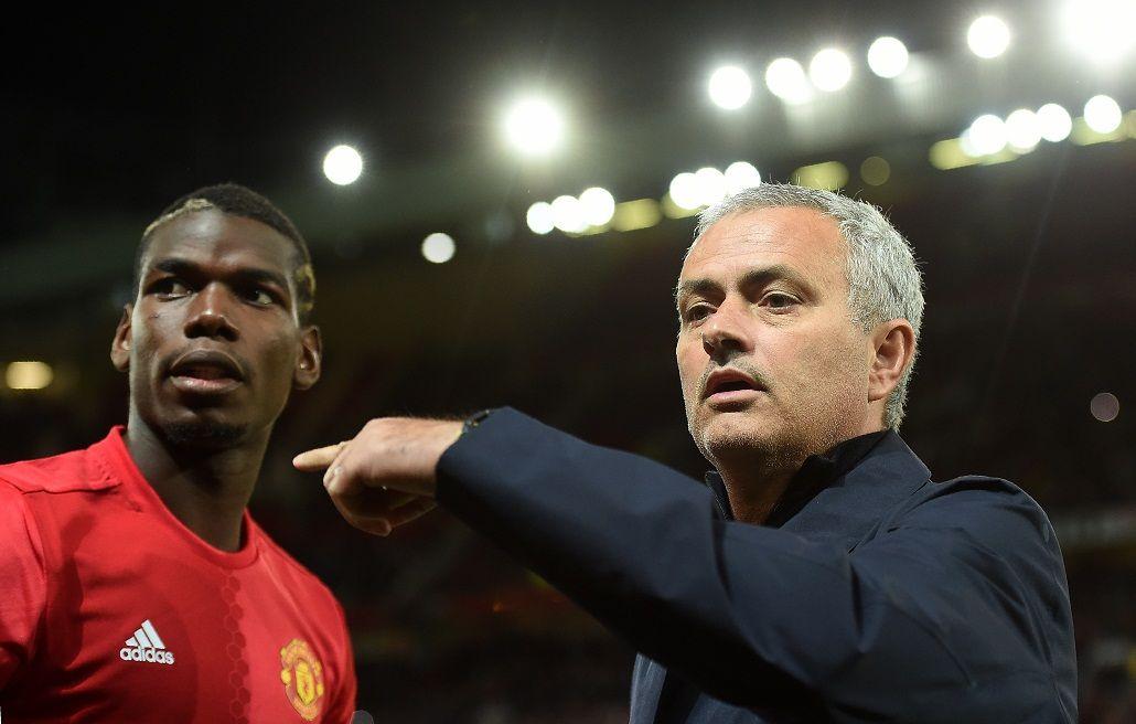VIDEO: Mourinho estalló contra sus asistentes en pleno partido