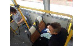 ¡Te felicito, mami, es hermoso tu bebé!, le dijo un policía a la mujer.