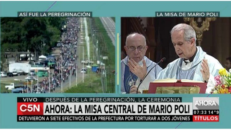 Mario Poli dando la misa en Luján