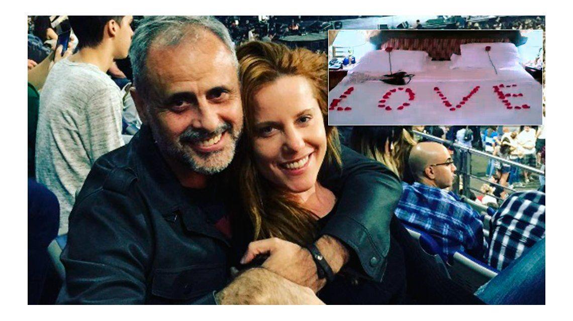 La fogosa noche de Jorge Rial y Agustina Kämpfer: baby doll y rosas en la cama