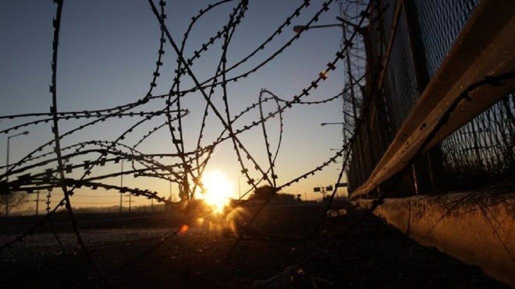 Un soldado de Corea del Norte atravesó una de las fronteras más vigiladas del mundo y desertó