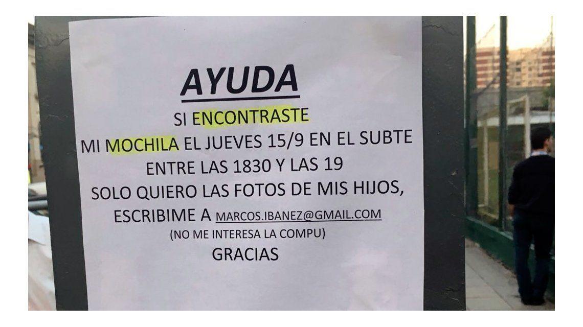 El cartel que el hombre pegó en Villa Urquiza a la salida del Subte