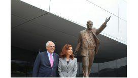 Cristina Kirchner junto al secretario general de la Unasur, Ernesto Samper, en Ecuador