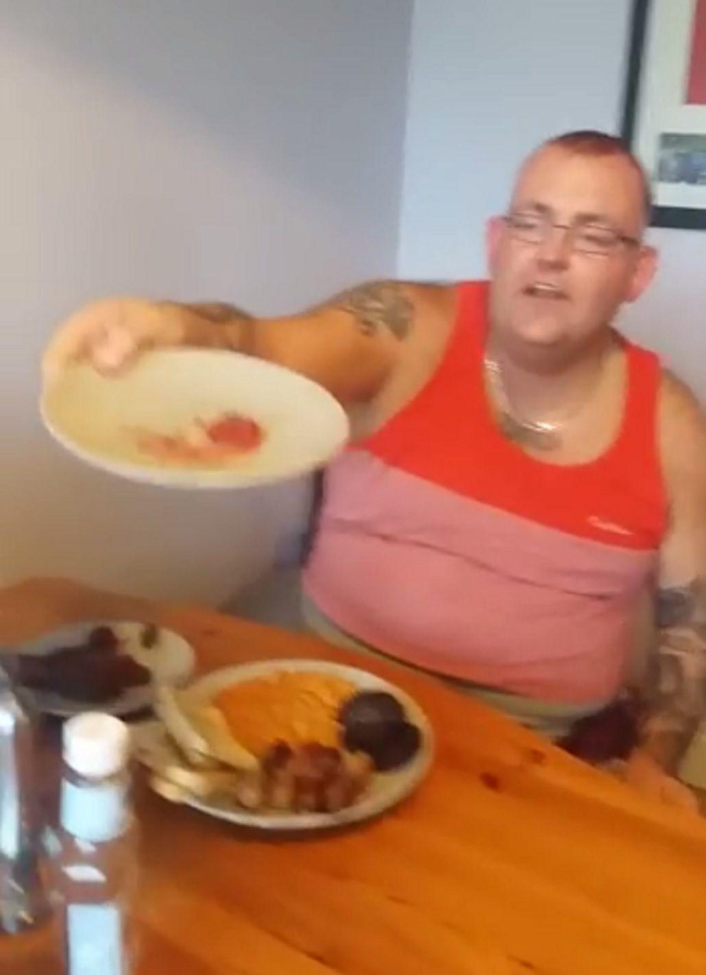 Padre caníbal: cocinó la placenta de su esposa y se la comió durante el desayuno