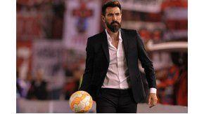 Eduardo Domínguez dejará de ser el entrenador de Huracán