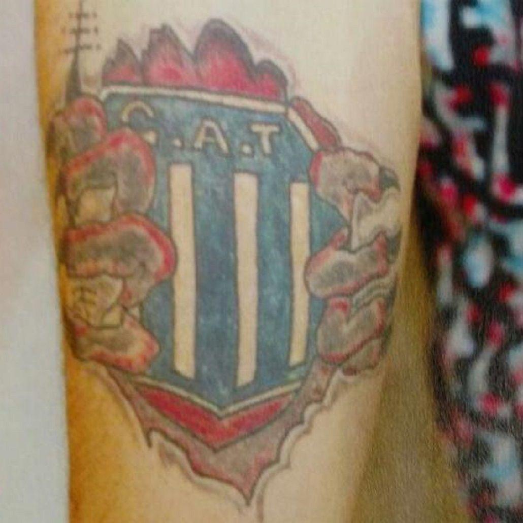 Baleó a un hombre durante un robo y lo reconocieron por un tatuaje de Talleres