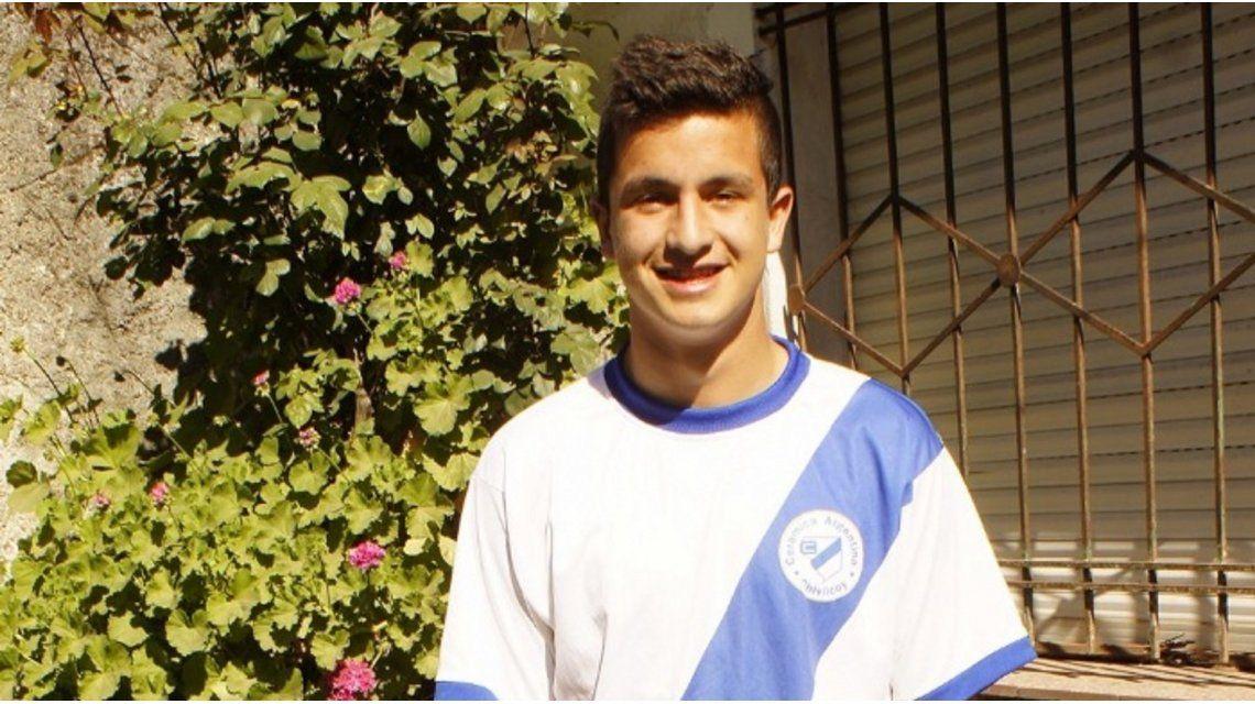 Fernando Mengual tiene 18 años y hace delivery en Chivilcoy.