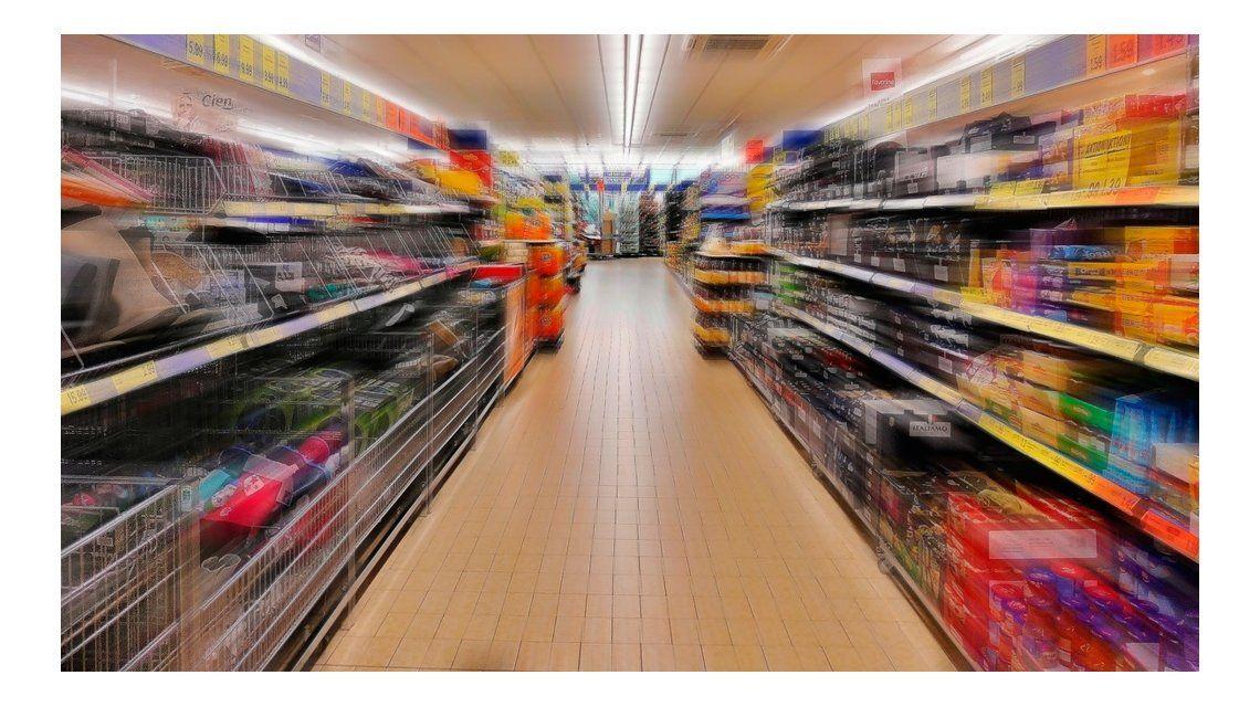 Los consumidores cuidan cada vez más sus compras en los supermercados.