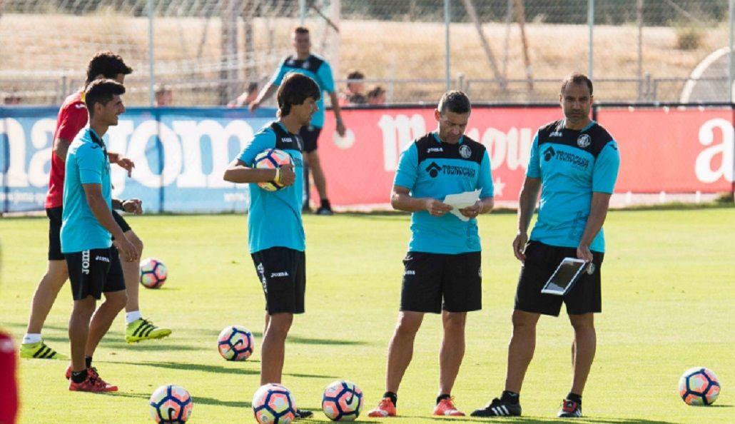 Por malos resultados, echaron a un entrenador argentino en España
