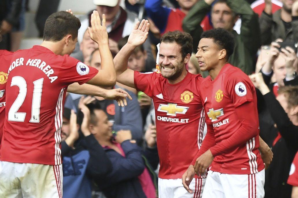 El United goleó al Leicester, último campeón de la Premier League