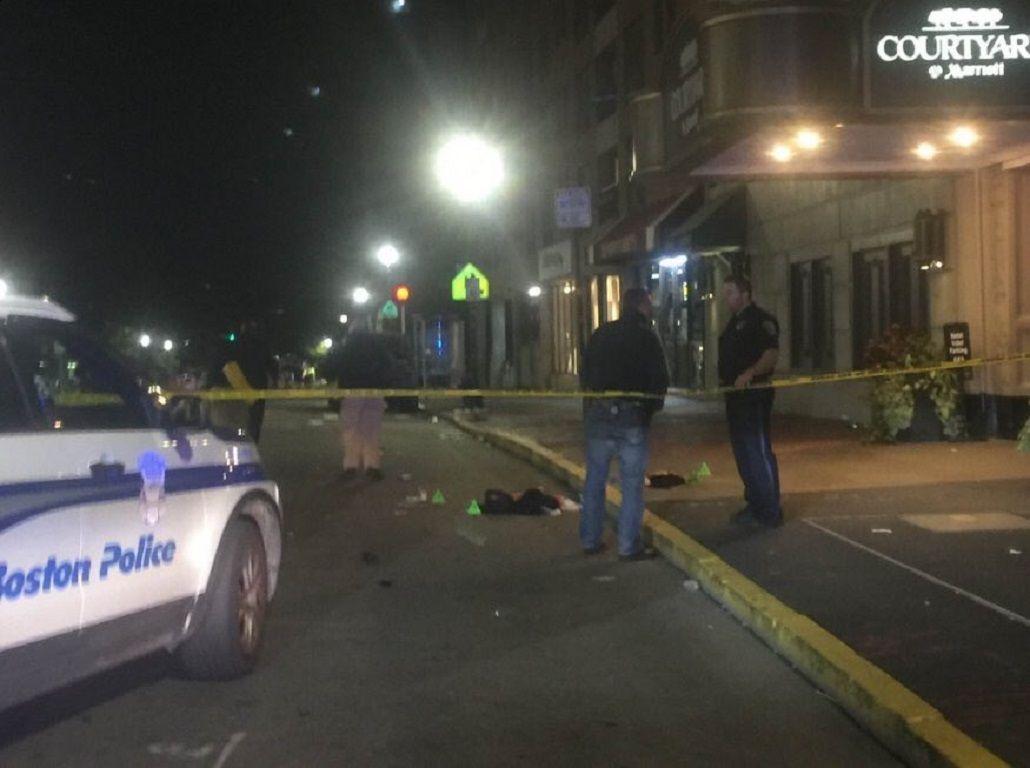 Noche de furia en EEUU: dos tiroteos y un ataque con cuchillos dejó al menos 14 heridos
