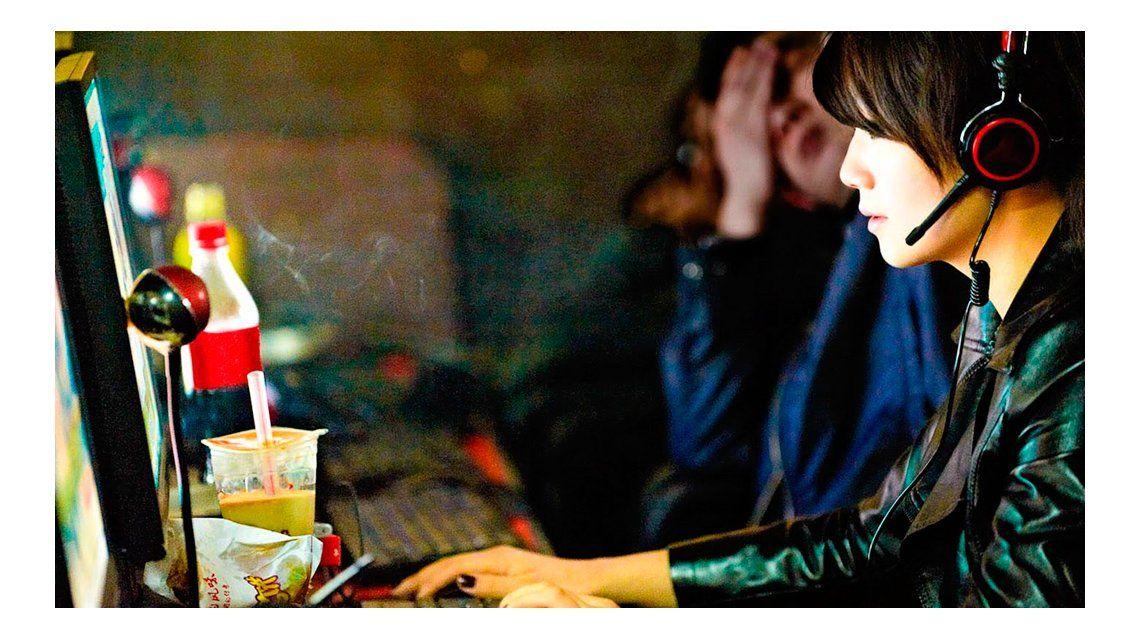 Una adicta a Internet ató a su madre a una silla y la dejó morir de hambre