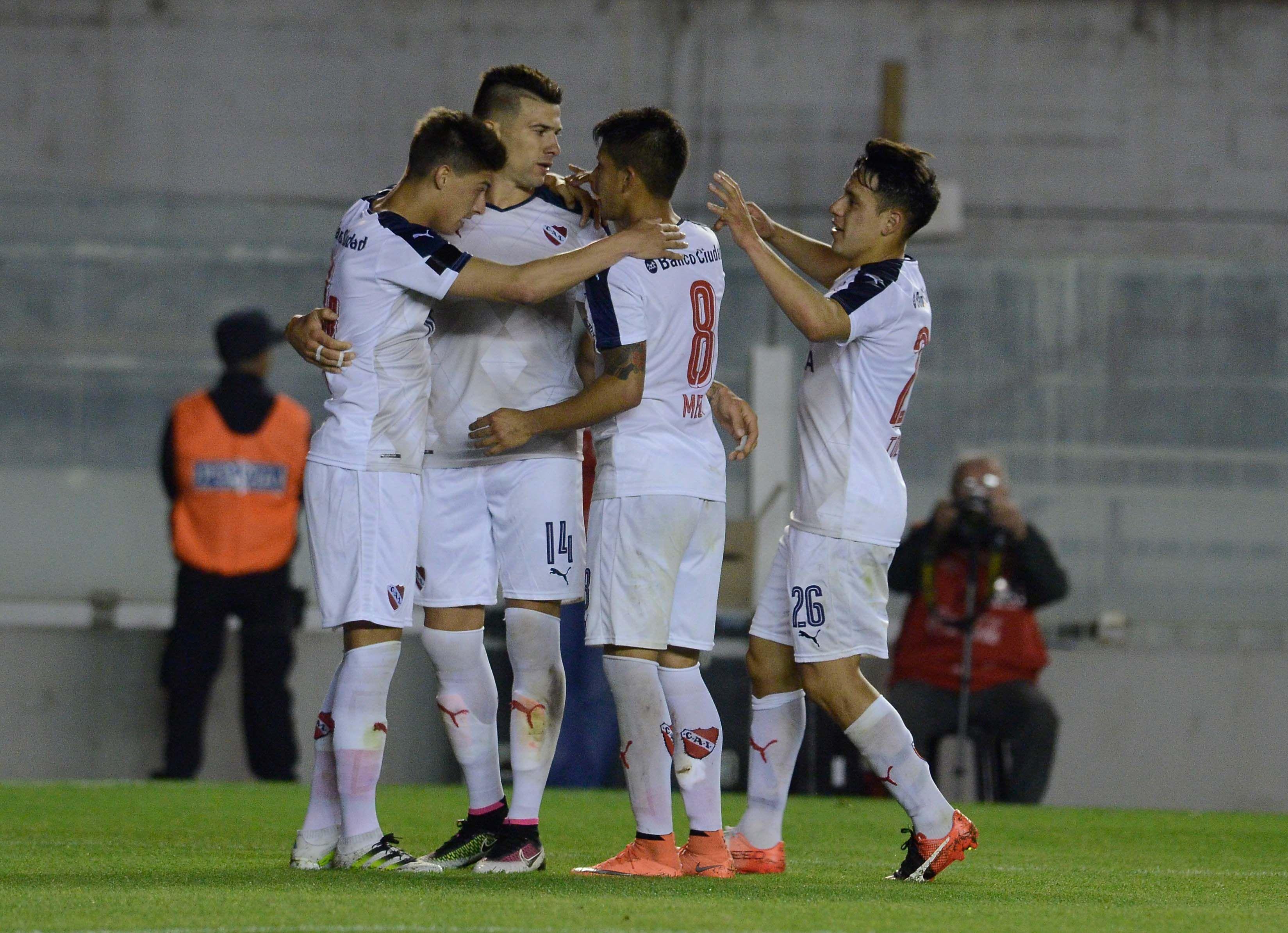 En un atrapante partido, Independiente y Tigre empataron en Avellaneda